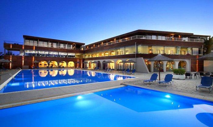 Προσφορά από 143€ ανά διανυκτέρευση με Ημιδιατροφή για 2 ενήλικες (και 1 παιδί έως 12 ετών) Ισχύει από 1/07 έως 12/07 και από 20/08 έως 31/08 στο 4* Blue Dolphin Hotel