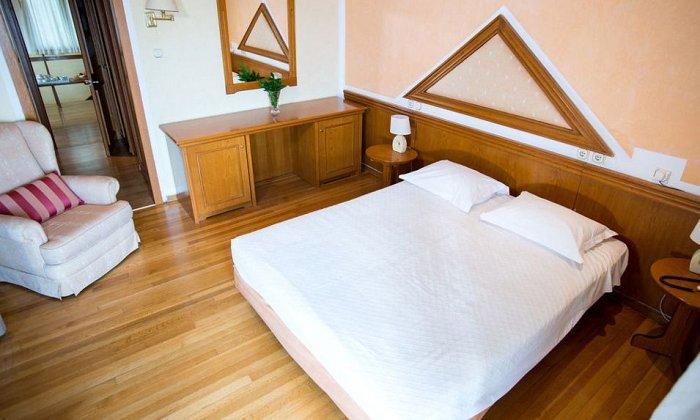Προσφορά από 63€ ανά διανυκτέρευση με πρωινό ή Ημιδιατροφή για 2 ενήλικες και 1 παιδί έως 6 ετών Ισχύει έως 31/08 στο 4* Delphi Palace