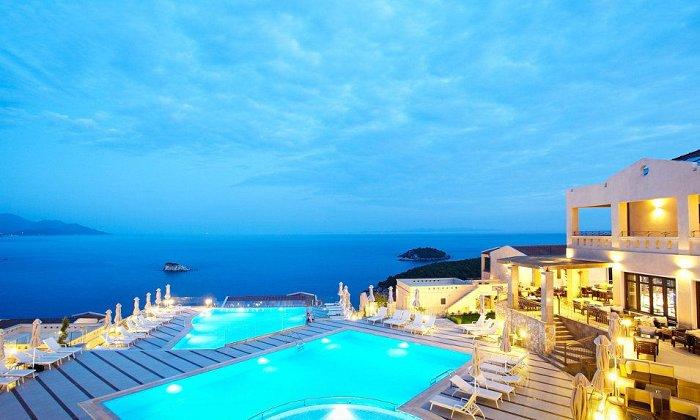 Προσφορά Πρωτομαγιά από 250€ για 2 διανυκτερεύσεις με Ημιδιατροφή για 2 ενήλικες και 2 παιδιά έως 12 ετών στο 5* Sivota Diamond Spa Resort