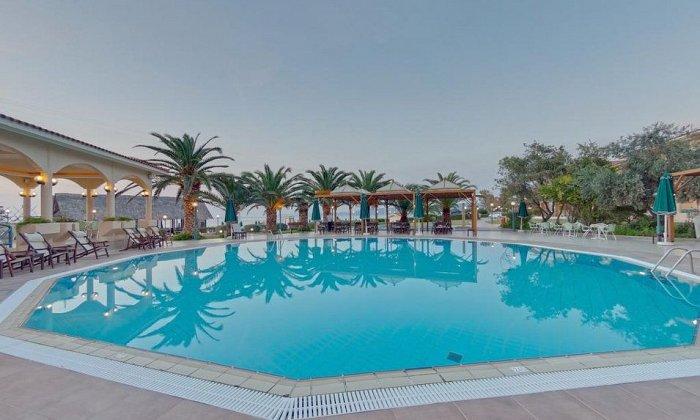 από 90€ ανά διανυκτέρευση με πρωινό για 2 ενήλικες (και 1 παιδί έως 12 ετών) Έως 13/10 στο 5* Possidi Holidays Resort & Suites Hotel