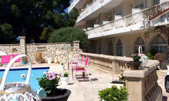 Προσφορά από 45€ ανά διανυκτέρευση (Κυρ. - Πέμ.) με πρωινό για 2 ενήλικες (και 1 παιδί έως 10 ετών) Ισχύει από 15/09 έως 30/09 στο Hotel Rodini Beach