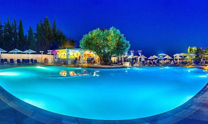 απο 90€ ανα διανυκτερευση με Ημιδιατροφη για 2 ενηλικες (και 1 παιδι εως 12 ετων) Απο 30/06 εως 9/07 στο Grand Bleu Sea Resort