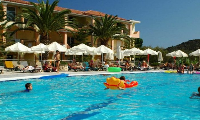 από 20€ ανά διανυκτέρευση με πρωινό για 2 ενήλικες (και 1 παιδί έως 6 ετών) Ισχύει έως 31/10 στο Letsos Hotel