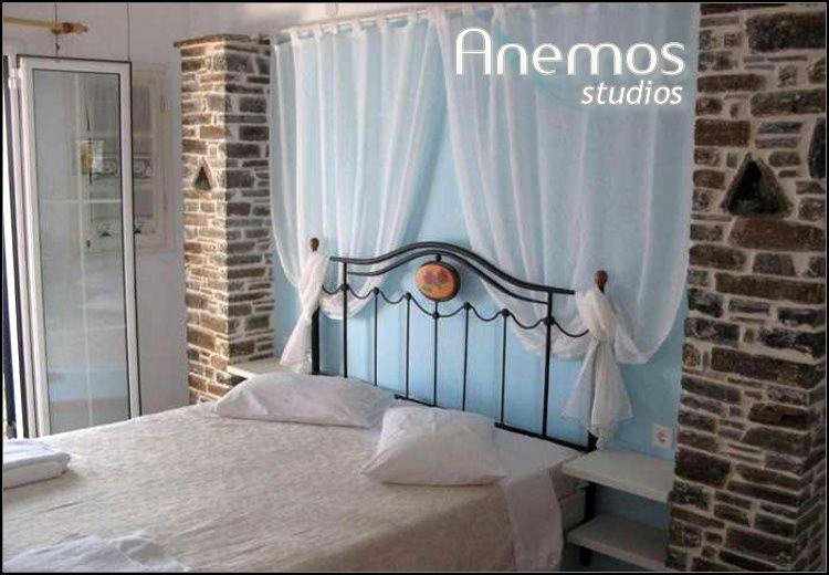 Διαμονη στην Άνδρο στο Anemos Studios με 96€ για 3 ημερες – 2 διανυκτερευσεις σε δικλινο στουντιο με πληρως εξοπλισμενη κουζινα για 2 ενηλικες και 1 παιδι εως 12 ετων και Early check in – Late check out! Η προσφορα ισχυει για διαμονη τον Ιουλιο, Αυγουστο