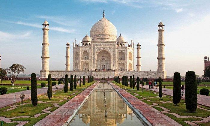 Ινδία 8 ημέρες αεροπορικώς από Αθήνα. Διαμονή σε ξενοδοχεία 5* με ημιδιατροφή. Μεταφορές και ξεναγήσεις σε Δελχί, Τζαϊπούρ, Αμπέρ, Φατεχμπούρ Σικρί, Άγκρα, Ταζ Μαχάλ, Κόκκινο Φρούριο, Μαυσωλείο Humayun.