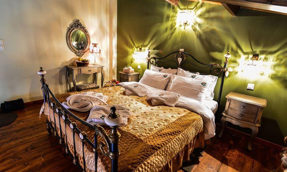 Διαμονή στα Μεσαία Τρίκαλα Κορινθίας στο προσεγμένης αισθητικής Camelia Suites με 107€ ανά διανυκτέρευση από Παρασκευή έως Κυριακή με πρωινό και Jacuzzi σε Διώροφη Σουίτα για 2 ενήλικες! Διατίθεται και ειδική προσφορά για τις καθημερινές από Δευτέρα έως Πέμπτη με 65€ ανά διανυκτέρευση με πρωινό σε Σουίτα για 2 ενήλικες! Η προσφορά ισχύει για διαμονή έως 12 Απριλίου εικόνα