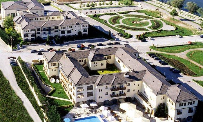Πασχα απο 538€ για 3 διανυκτερευσεις με Ημιδιατροφη για 2 ενηλικες (και 1 παιδι εως 5 ετων) Ισχυει για Πασχα στο 5* Du Lac Hotel Congress Center & Spa