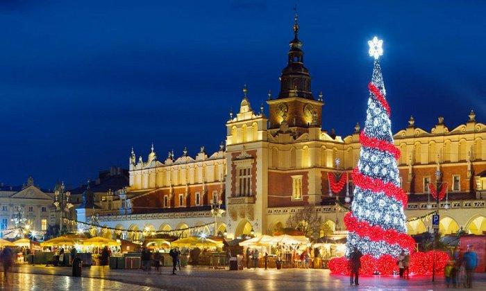 Χριστούγεννα και Πρωτοχρονιά 5, 6 ή 7 ημέρες αεροπορικώς από Αθήνα ή Θεσσαλονίκη. Διαμονή σε ξενοδοχείο 4* και 5* της επιλογής σας με πρωινό και Εοραστικό γεύμα. Μεταφορές και ξεναγήσεις σε Βαρσοβία, Κρακοβία, Άουσβιτς, Ζακοπάνε.