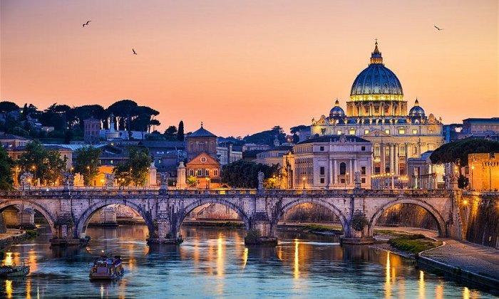 Χριστούγεννα και Πρωτοχρονιά και Θεοφάνεια 5 ημέρες αεροπορικώς από Αθήνα ή Θεσσαλονίκη. Διαμονή σε ξενοδοχείο 4* της επιλογής σας με πρωινό. Μεταφορές και ξεναγήσεις σε Ρώμη, Κατακόμβες, Μουσεία Βατικανού, Βασιλική Αγ. Πέτρου, Ορβιέτο, εκπτωτικό χωριο Castelli Romani, Φλωρεντία.