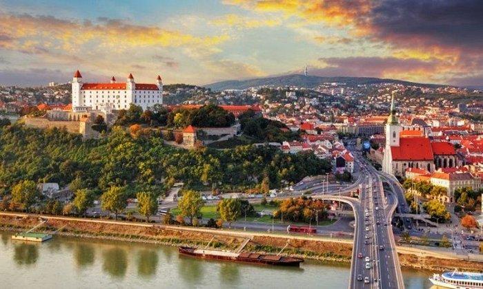 Εορτές στην Βιέννη, Βουδαπέστη και στην Μπρατισλάβα για 7 ημέρες με μεταφορά οδικώς από την Αθήνα, διαμονή σε ξενοδοχεία 4*, ξεναγό και μεταφορές σε κεντρικά αξιοθέατα! εικόνα