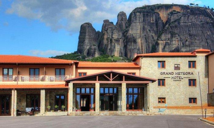 από 75€ ανά διανυκτέρευση με πρωινό για 2 ενήλικες και 1 παιδί έως 3 ετών Ισχύει έως 30/11 στο 4* Grand Meteora Hotel