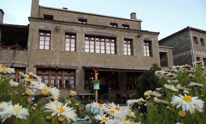 Προσφορά από 69€ ανά διανυκτέρευση με πρωινό για 2 ενήλικες και 1 παιδί έως 5 ετών στο Hotel Kamares Tsepelovo