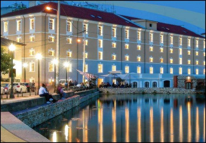 από 95€ ανά διανυκτέρευση με πρωινό 2 ενήλικες (και 1 παιδί έως 2 ετών) Ισχύει έως 30/11 στο 5* Hydrama Grand Hotel