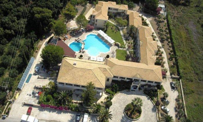 Προσφορά από 470€ για 5 διανυκτερεύσεις με Ημιδιατροφή για 2 ενήλικες (και 1 παιδί έως 12 ετών) Ισχύει έως 24/09 στο Karavostasi Beach Hotel