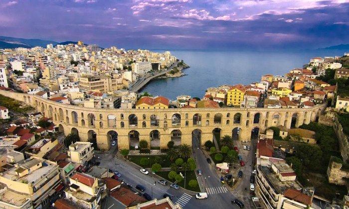 Χριστούγεννα 5 ημέρες με πούλμαν & συνοδό από Αθήνα. Διαμονή στο ξενοδοχείο Esperia Hotel στην Καβάλα με Ημιδιατροφή και Ρεβεγιόν. Επισκέψεις σε Ονειρούπολη Δράμας, Κομοτηνή, Ξάνθη, Αλεξανρούπολη, Δάσος Δαδιάς, Θεσσαλονίκη.