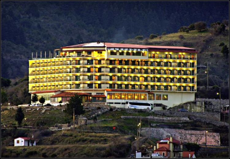 Καθαρά Δευτέρα στο Καρπενήσι στο Lecadin Hotel με 199€ για 3 διανυκτερεύσεις με Ημιδιατροφή (πλούσιο πρωινό και δείπνο σε μπουφέ) σε δίκλινο δωμάτιο για 2 ενήλικες και 1 παιδί έως 10 ετών! Παρέχεται early check-in / late check-out κατόπιν διαθεσιμότητας! Αποκριάτικο γλέντι το βράδυ της Κυριακής με συνοδεία ζωντανής μουσικής και για τους μικρούς μας φίλους Party μασκέ και face painting! Προνομιακές τιμές και εκπτώσεις σε πλήθος δραστηριοτήτων για μικρούς και μεγάλους όπως σε δραστηριότητες Εναλλακτικού Τουρισμού, στο κέντρο Τουριστικής Ιππασίας & Περιπέτειας του SALOON PARK αλλά και στα cafe-snack bar! Η προσφορά ισχύει για διαμονή το τριήμερο της Καθαράς Δευτέρας, από 24 έως 27 Φεβρουαρίου εικόνα