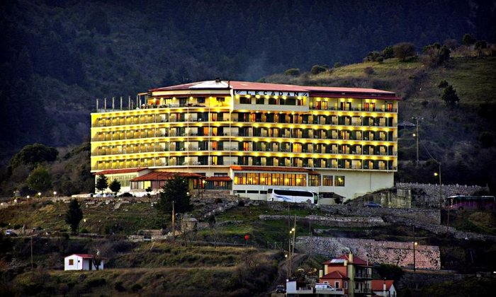 Πρωτοχρονιά και Θεοφάνεια από 240€ για 3 διανυκτερεύσεις με Ημιδιατροφή για 2 ενήλικες (και 1 παιδί έως 10 ετών) Ισχύει την περίοδο της Πρωτοχρονιάς (30/12 - 02/01/2018) και την περίοδο των Θεοφανείων (04-07/01/2018) στο Lecadin Hotel