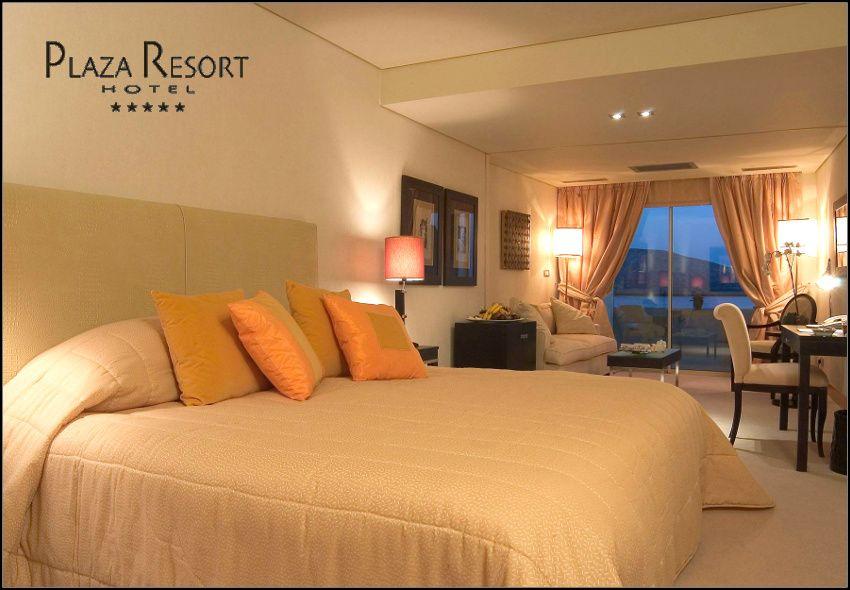 Χριστούγεννα - Πρωτοχρονιά στην Ανάβυσσο Αττικής στο πολυτελές 5* Plaza Resort με 310€ για 3 ημέρες - 2 διανυκτερεύσεις με Ημιδιατροφή (πρωινό και δείπνο) σε comfort δίκλινο δωμάτιο για 2 ενήλικες και 1 παιδί έως 12 ετών! Προσφέρεται Διπλό Εορταστικό Ρεβεγιόν τις Παραμονές με πρωινό και σερβιριστό δείπνο τύπου Gala με Χορευτικό πρόγραμμα με DJ και Ανήμερα Χριστουγέννων / Πρωτοχρονιάς