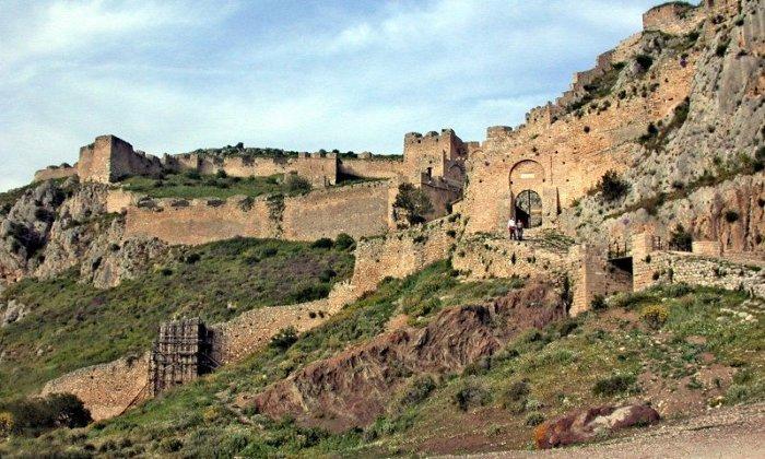Χριστούγεννα και Πρωτοχρονιά 3 ή 4 ημέρες με πούλμαν & συνοδό από Αθήνα. Διαμονή στο 4* King Saron στο Καλαμάκι Κορινθίας με Ημιδιατροφή και δύο (2) Ρεβεγιόν. Επισκέψεις σε Τρίκαλα Κορινθίας, Ράντσο Σοφικού, Ακροκόρινθο, Λουτράκι, Μονή Φανερωμένης Χιλιομοδίου. Διατίθεται και ξεχωριστό πακέτο με μεταφορά με δικό σας Ι.Χ.